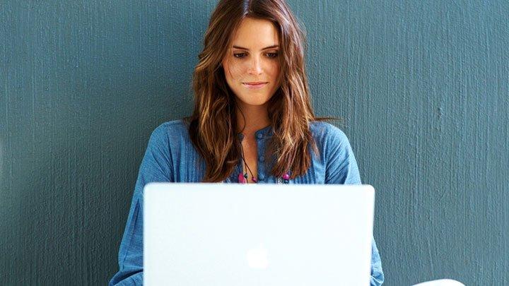 azarar mulheres nas redes sociais