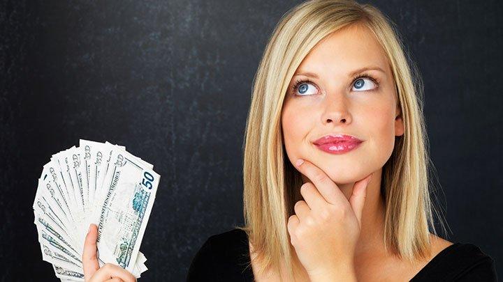 mulher gosta dinheiro